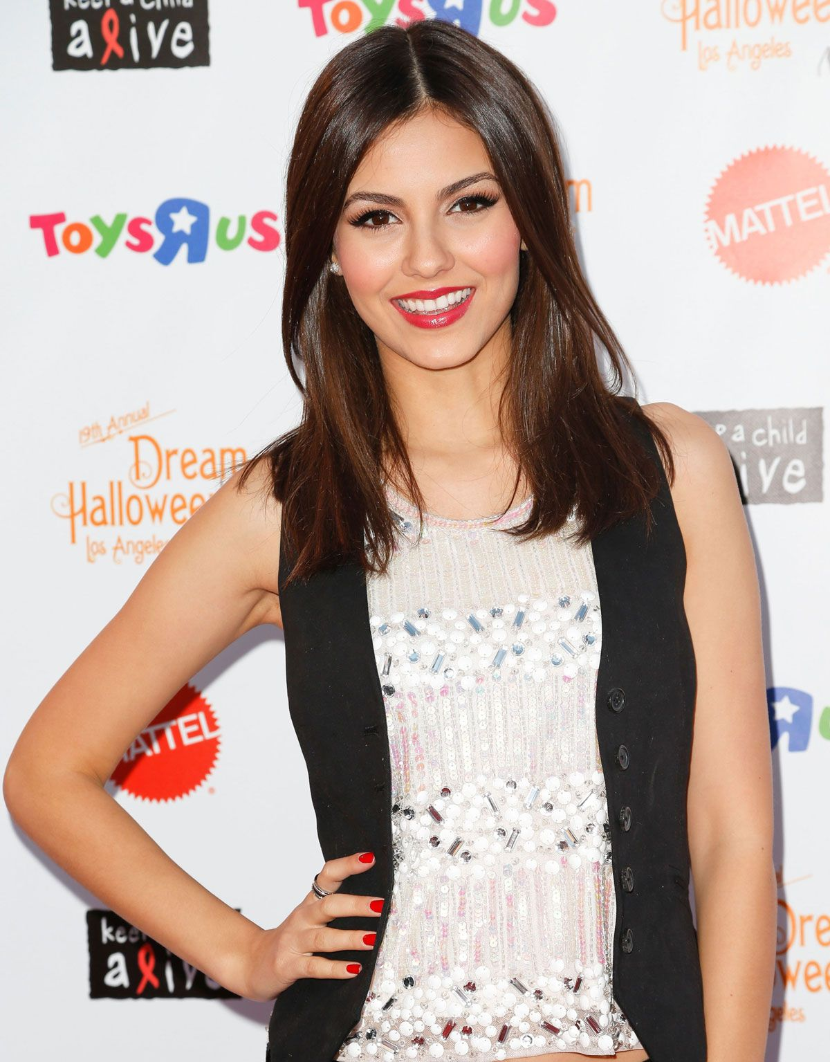 victoria justice victoria justice at keep a child alive dream halloween party in santa