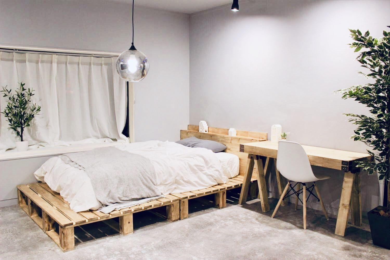 リノベーションした寝室に机を自作 ソーホースブラケットで簡単テーブルをdiy Vol 36 無印良品のようなナチュラルテイストな仕上がりに ソーホースブラケット インテリアデザイン リビング インテリア 西海岸