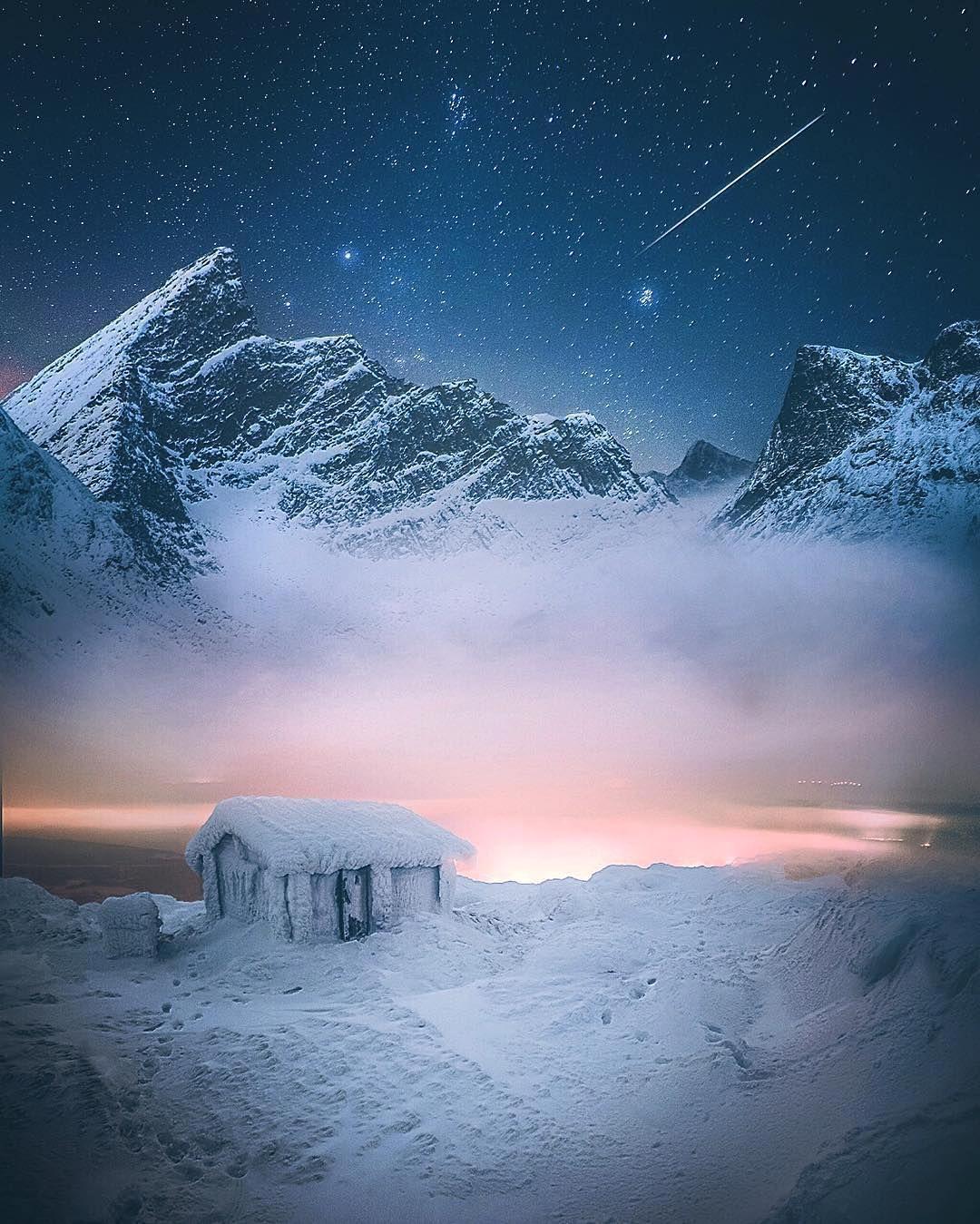 42.7K vind-ik-leuks, 159 reacties - EARTHOFFICIAL (@earthofficial) op Instagram: 'Above the clouds. | Photography by © Juuso Hämäläinen (@juusohd) #EarthOfficial'