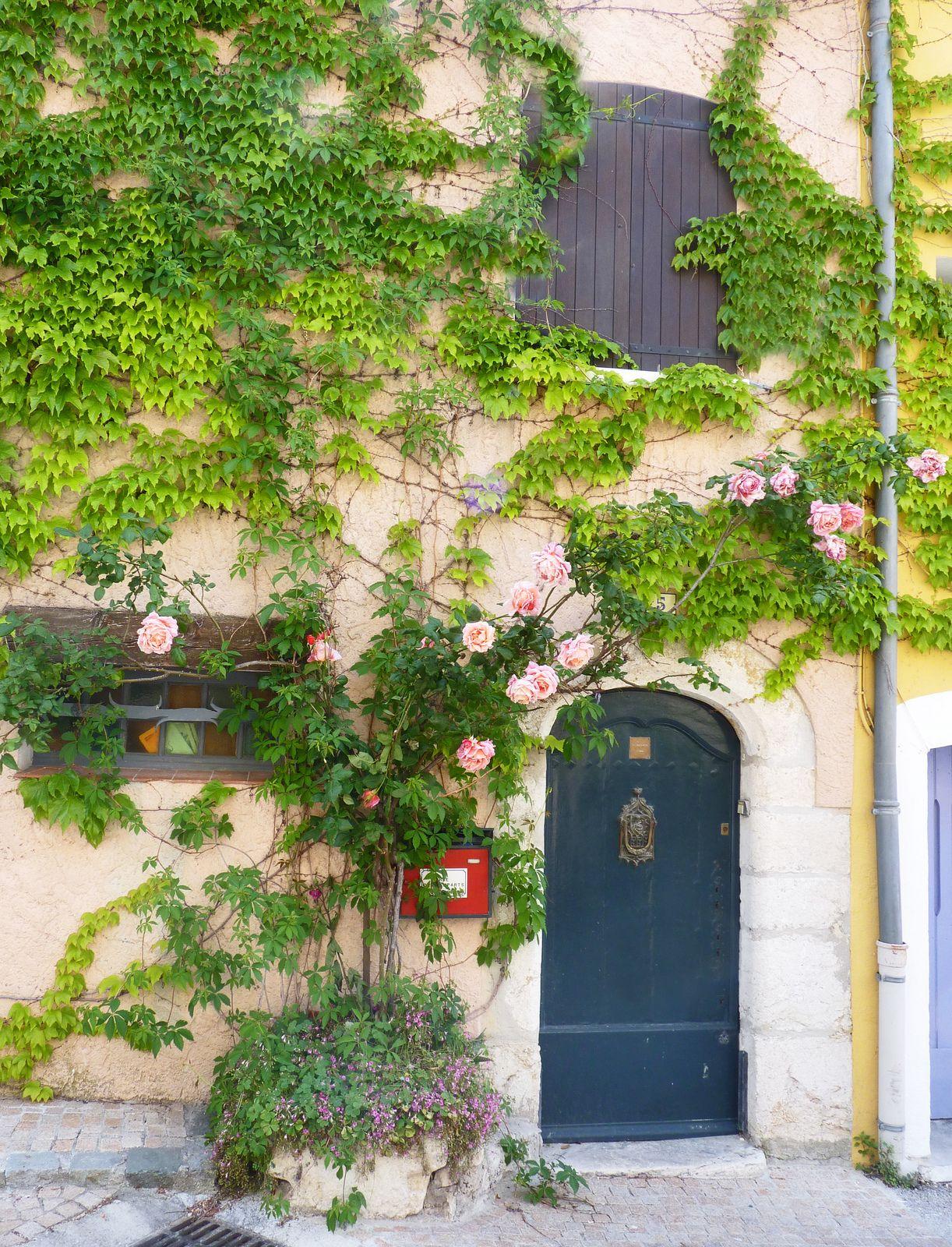Le Castellet (With images) Beautiful doors, Doors