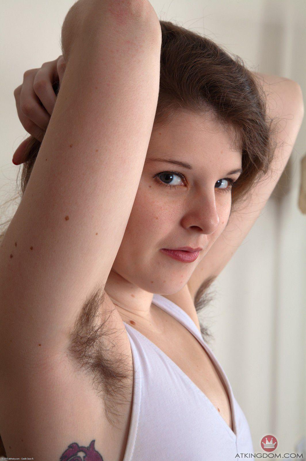 грубая продавщица естественная волосатость голых баб самая обычная бабушка