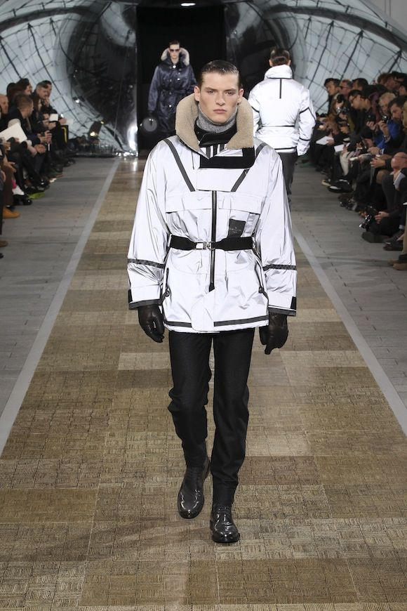 087f6855138 Louis Vuitton Reflective Jacket   Interesting   Fashion, Jackets ...