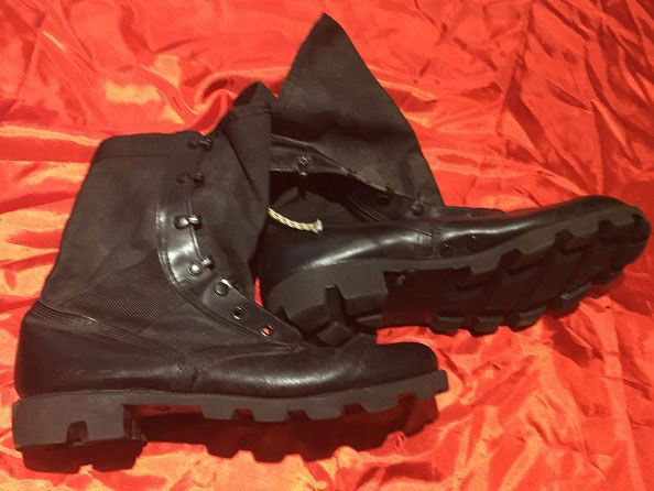 Used Shoes For Sale We Are Wholesale Supplier Of Used Shoes You Can Order Used Shoes From Our Website Usedshoes U Shoes Shoes World All Black Sneakers