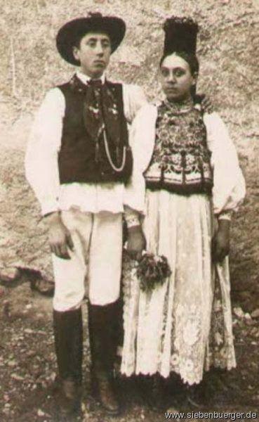 Trachtenpaar aus Mühlbach 1910