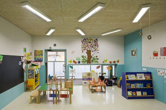 Kindergarten Classroom Design Is Usually Made With A Cheerful Look,  Colorful And Be Able To Portray The Cheerful Child Character.