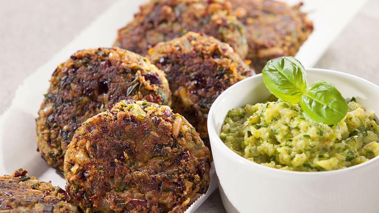 Vegane Kidneybohnen-Buletten mit Zucchini-Dip