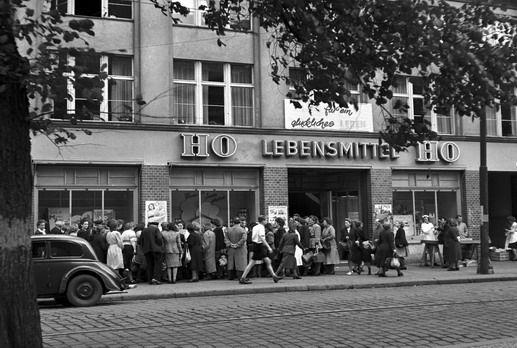 Ho laden berlin 1950 das graue land gdr pinterest for Spiegel laden berlin