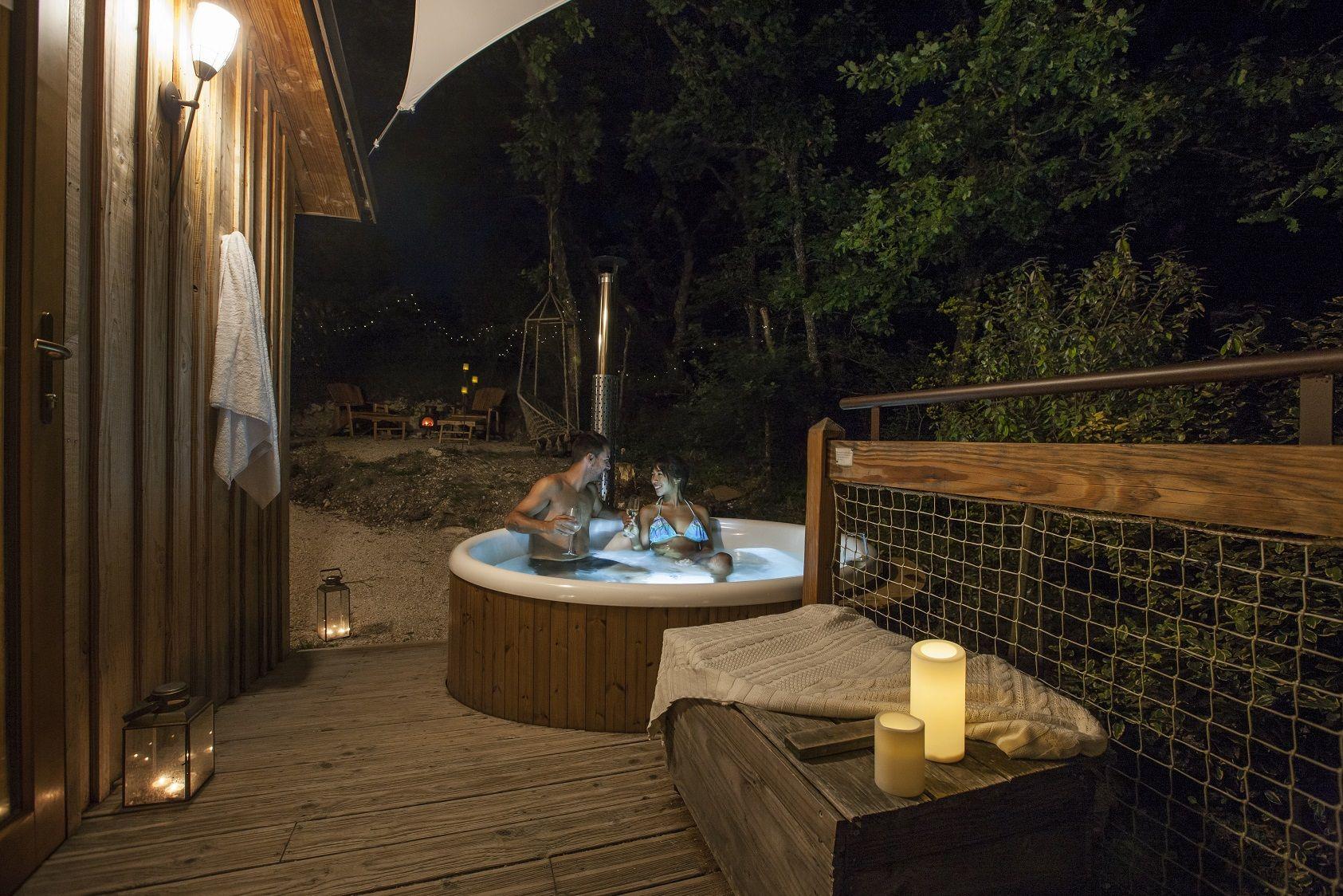 Cabanes Avec Spa Ecologique Privatif Et Sauna Pour Une Escapade Romantique Et Nature Slow Nature Cabane Treehouse Cabin Wood Cabin Hot T Cabane Spa Cabane Spa