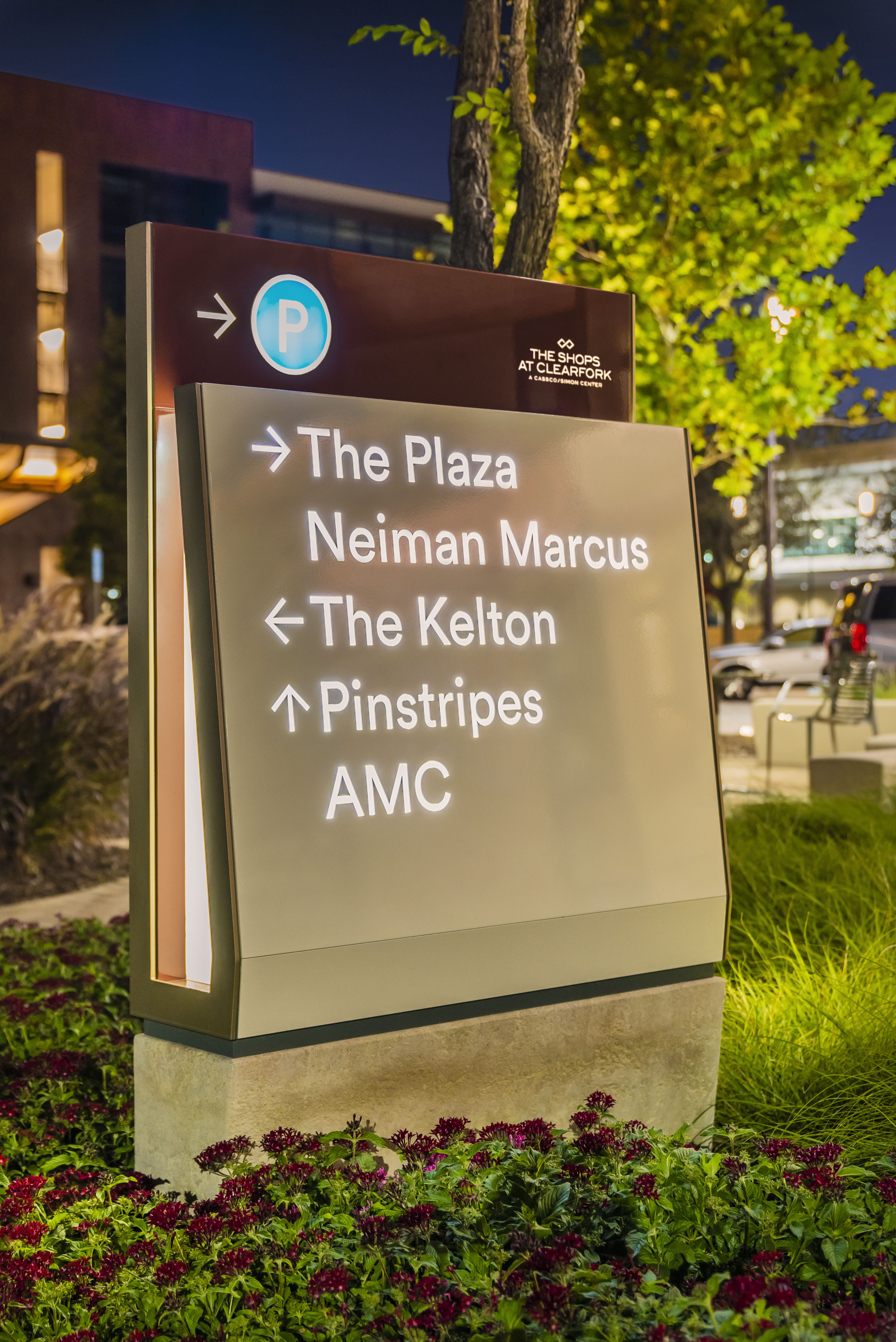 Illuminated Sign Design For A Modern Retail Center Wayfinding Signage Design Outdoor Signage Directional Signs Design