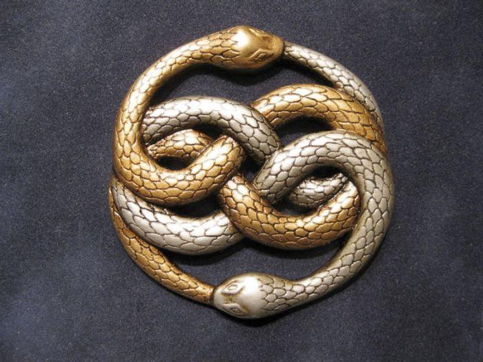 Auryn, un símbolo de la Emperatriz Infantil, un talismán o cumplidor de  deseos | La historia i… | La historia interminable, La historia sin fin,  Emperatriz infantil