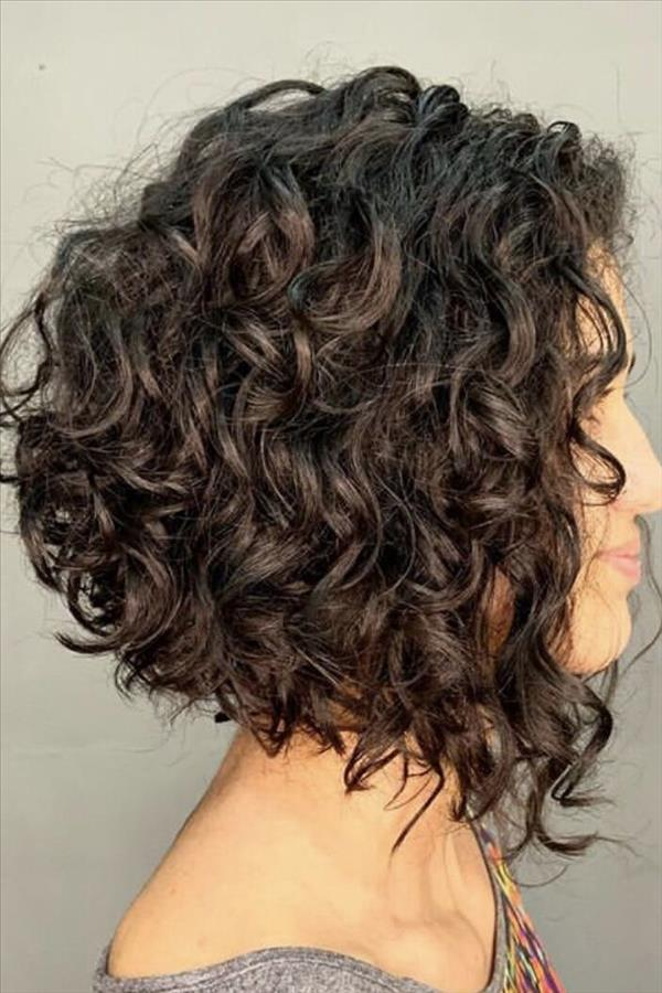 2020 Fresh short curly hair design for girls with