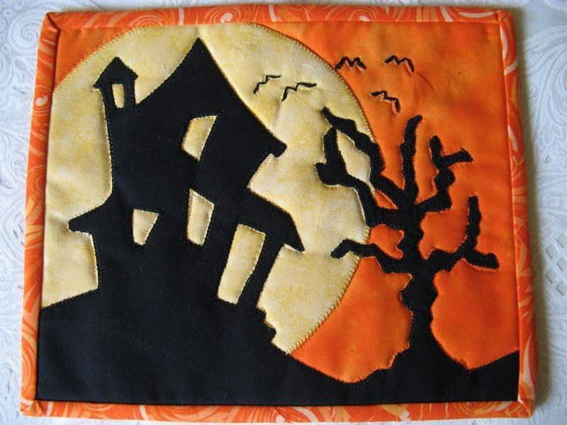 Haunted House Mug Rug by 2strings | Quilting Pattern - Looking for your next project? You're going to love Haunted House Mug Rug by designer 2strings. - via @Craftsy                                                                                                                                                     Más