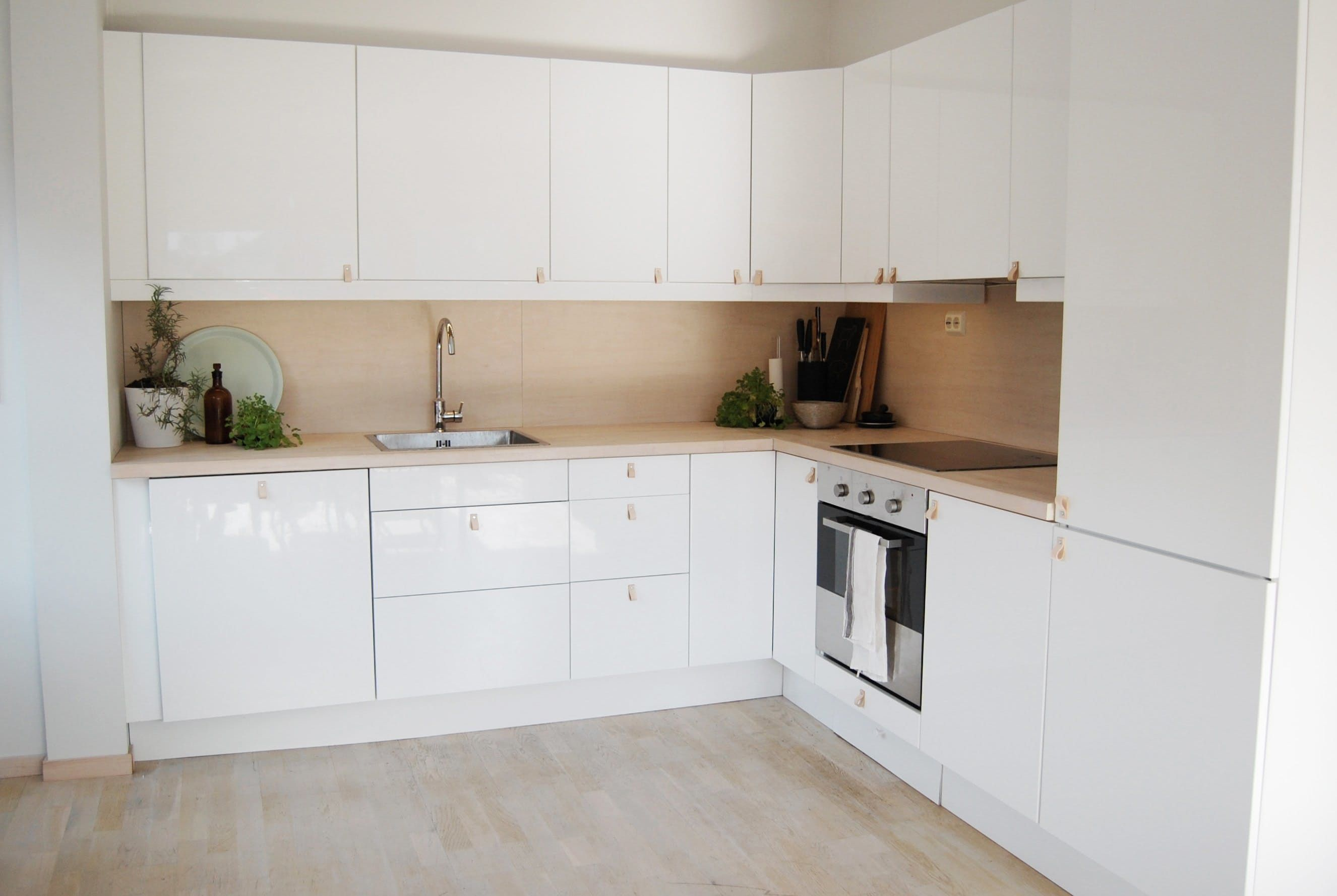 Our Favorite Soothing Scandinavian Kitchens Norwegian House Scandinavian Kitchen Kitchen Color Updates