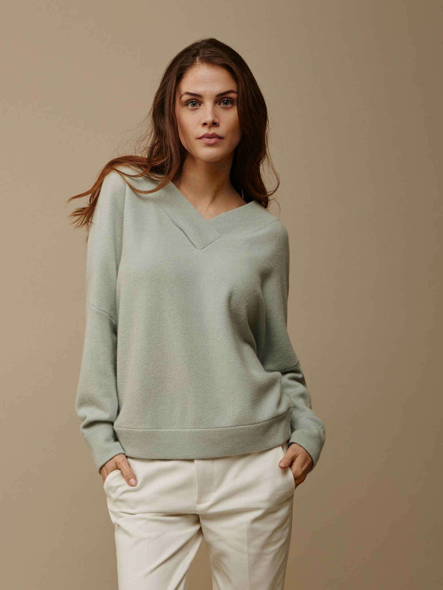 2279744b6 Women's Double V-Neck Sweater | Cashmere o stickat | V neck ...