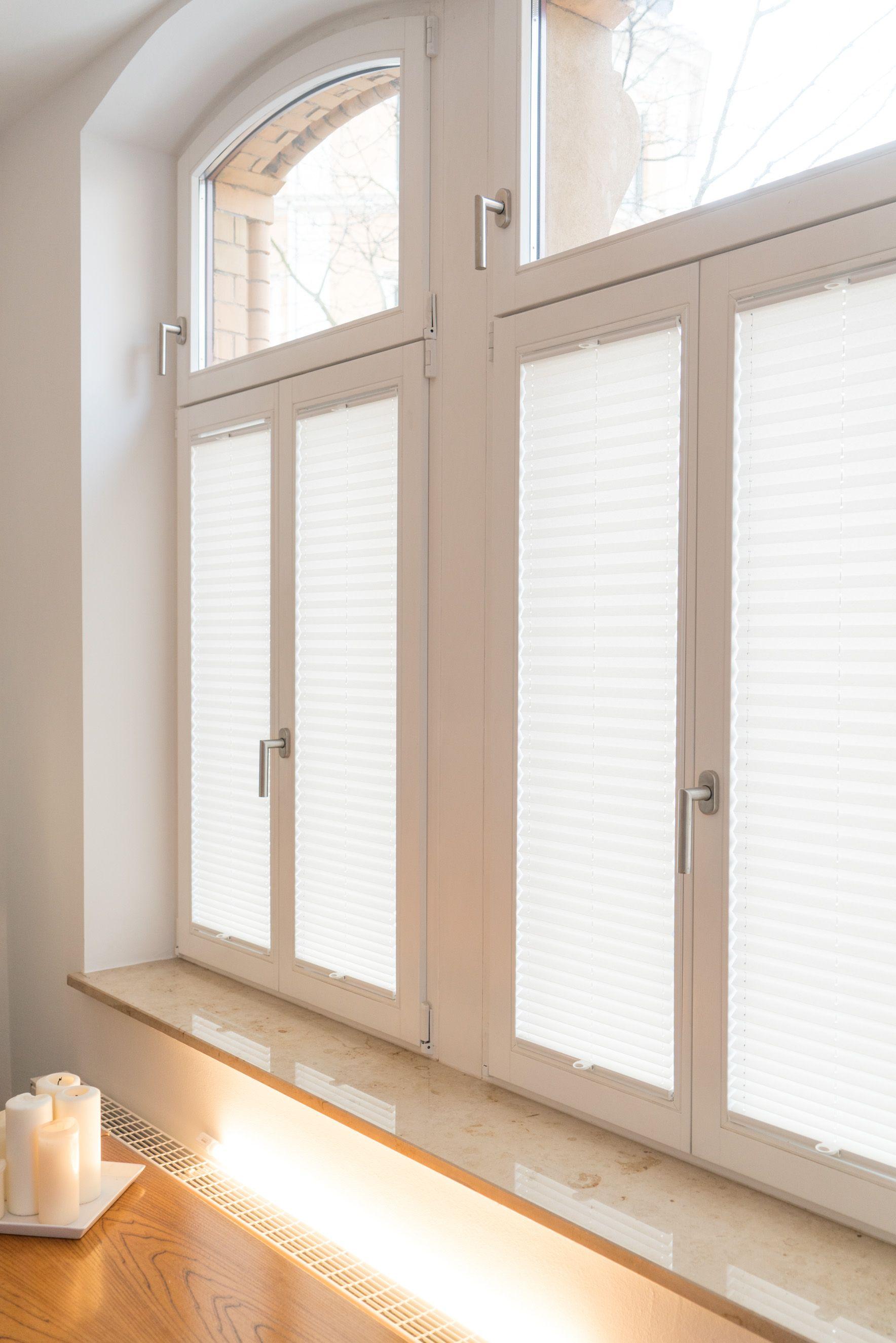 Plissee Fenster Altbau Kerzen Macht Euer Zuhause Schoner Mit Unseren Plissees Altbau Gardinen Altbau Fenster Altbau Modern