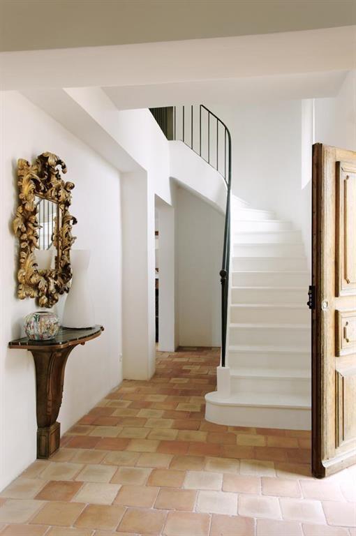 entrée avec escalier intérieur - Recherche Google Idées - Entrée - escalier interieur de villa