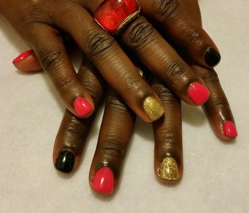 Nails By Kenia Gelnails Glitternails Redblackandgoldnails Gel Nails Spa Salon Glitter Nails