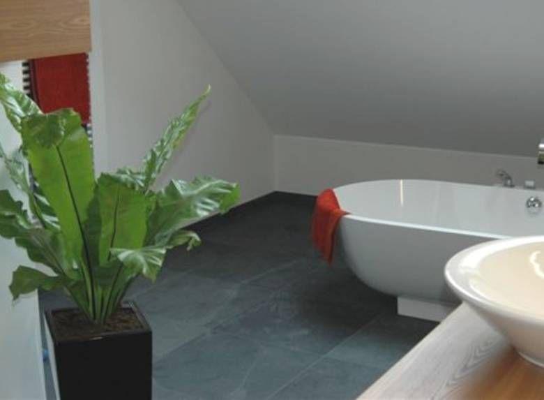 Naturstein badezimmer ~ Großformatige schieferfliesen für das badezimmer stonegate