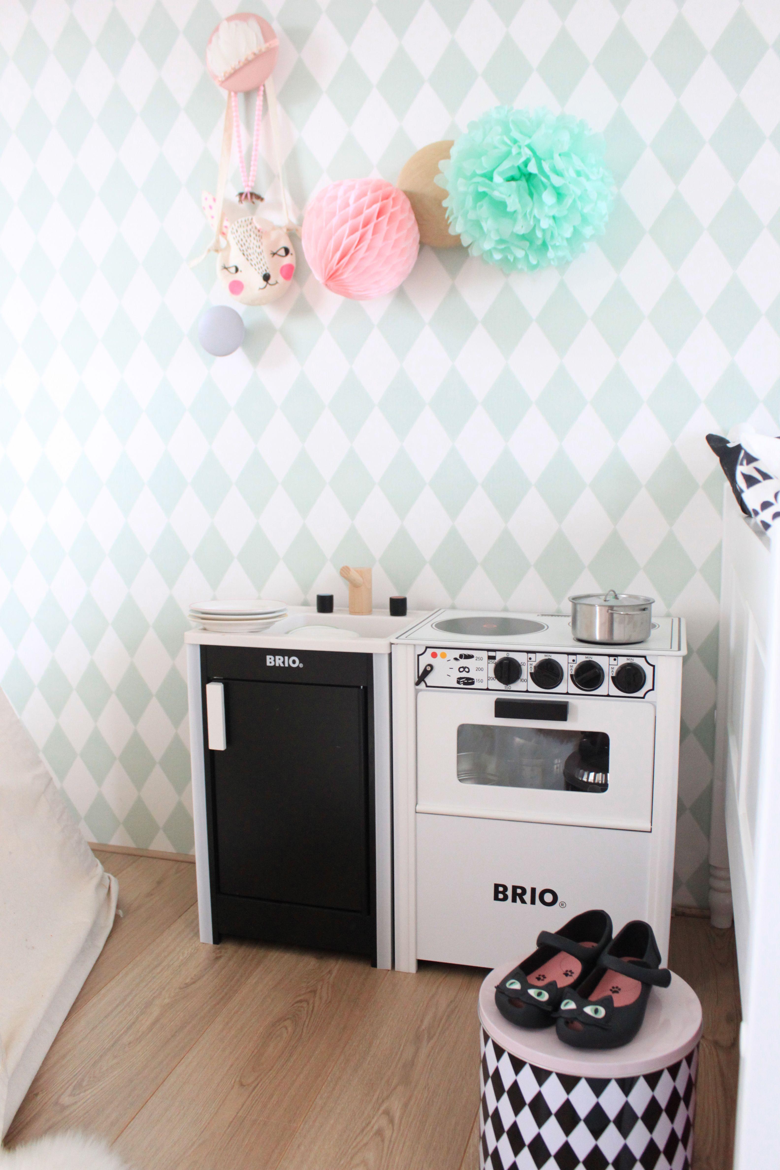 Brio kitchen kids. #kidsstylingmag #eeflillemorstyling | Baby ...
