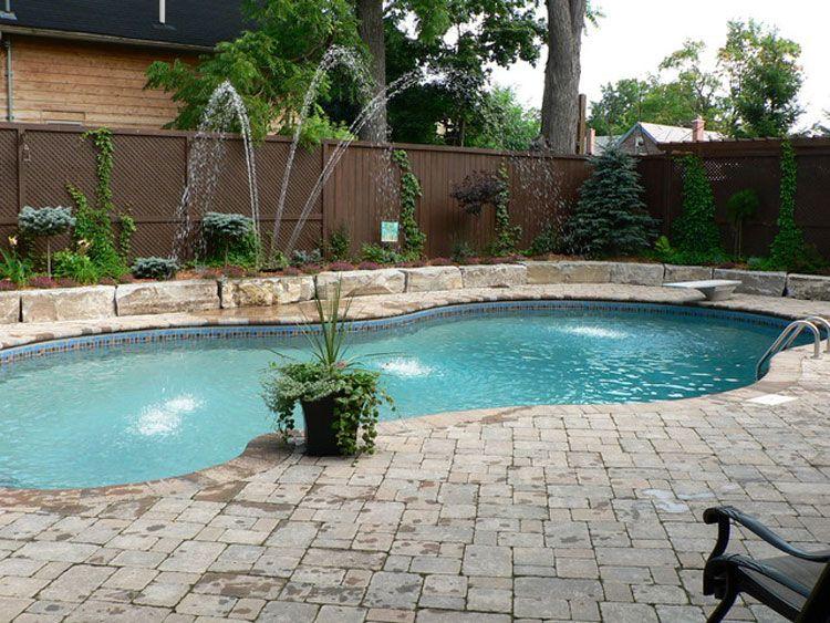 70 foto di piccole piscine interrate per piccoli giardini for Immagini di piccoli giardini