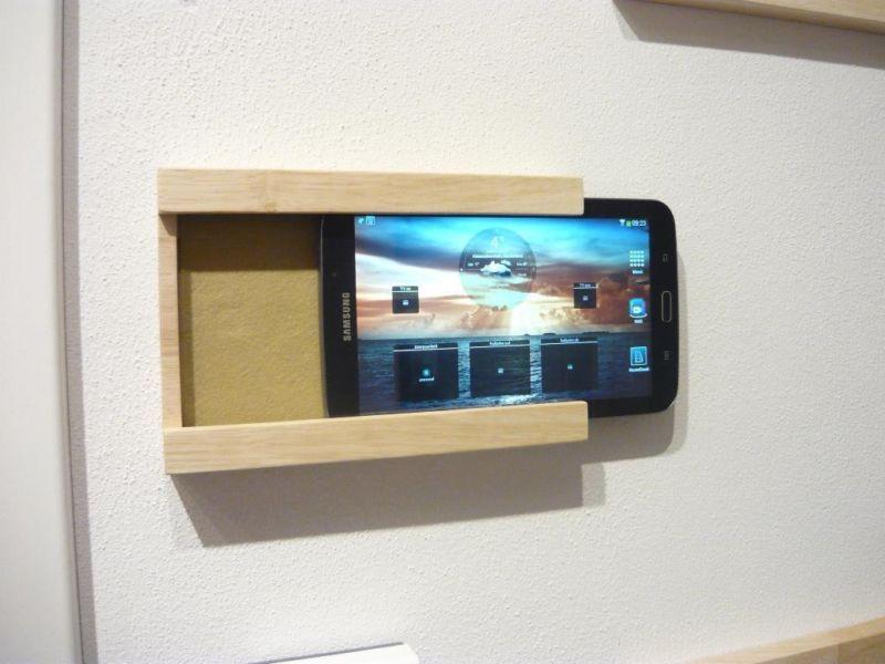 exklusive ipad tablet wandhalterung aus massivholz diy ideas. Black Bedroom Furniture Sets. Home Design Ideas