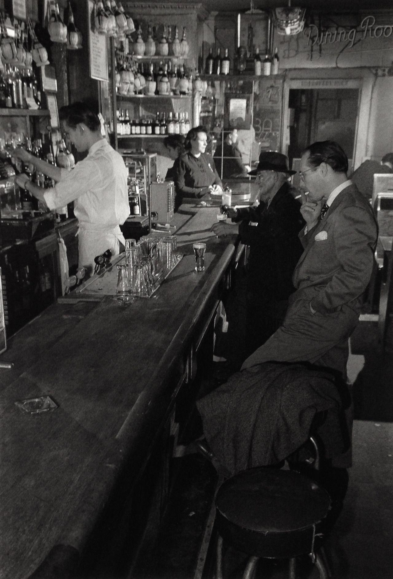 Joe's Bar/ 1935-50 Greenwich Village New York/ Photo: Berenice Abbott