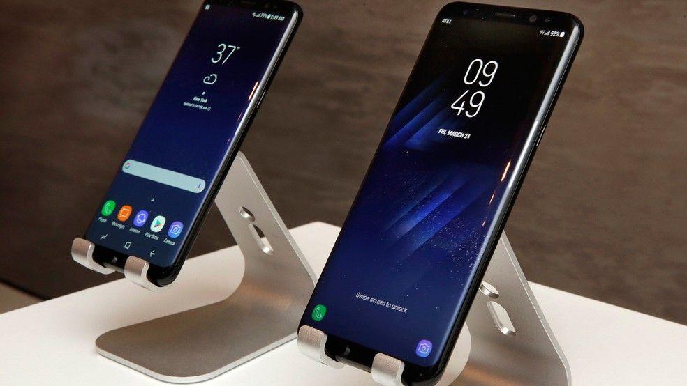 Diferença de tamanho entre o Galaxy S8 e o Galaxy S8+ (Foto: AP Photo/Richard Drew)