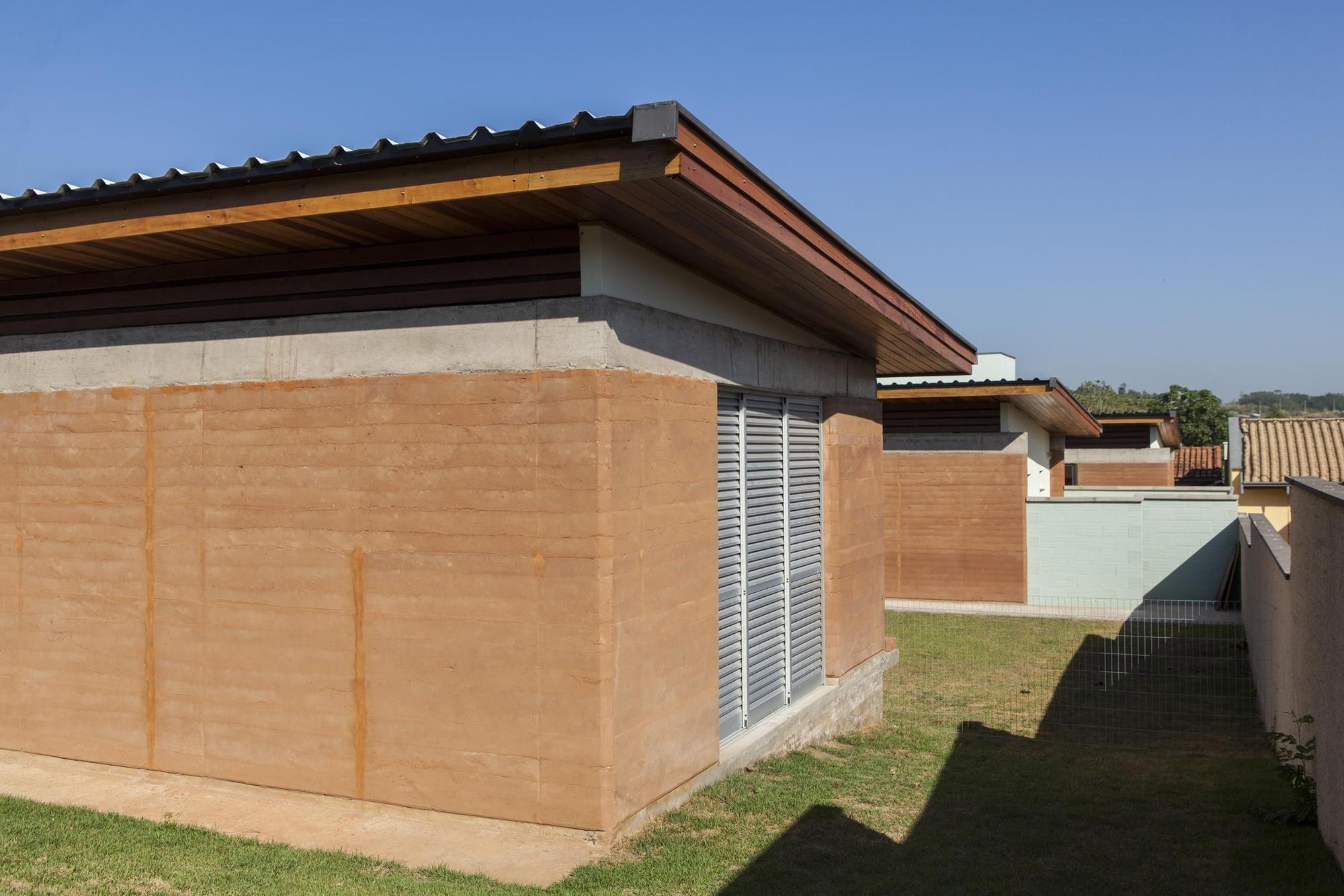 Casa Colinas / FATO Arquitetura / Construção de terra - Taipal
