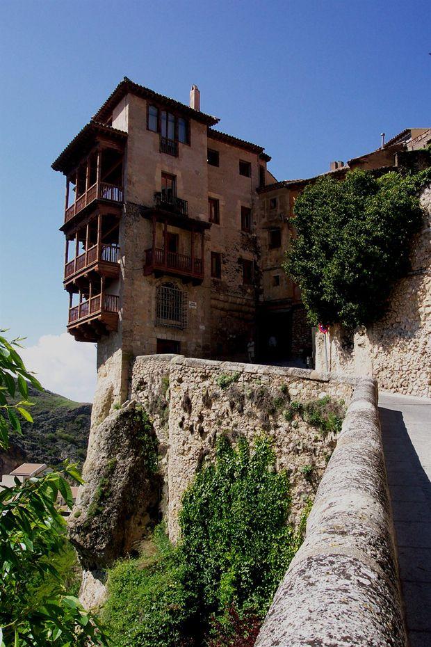 Si quieres disfrutar de una agradable escapada con tus hijos, Cuenca tiene la esencia de pequeña ciudad-pueblo que la hace encantadora, además de muchos espacios naturales.Cuenca está dividida en dos zonas muy diferentes entre sí: la ciudad antigua y la ciudad nueva. La ciudad antigua se encuentra situada sobre un cerro rocoso. Cuando llegues a …