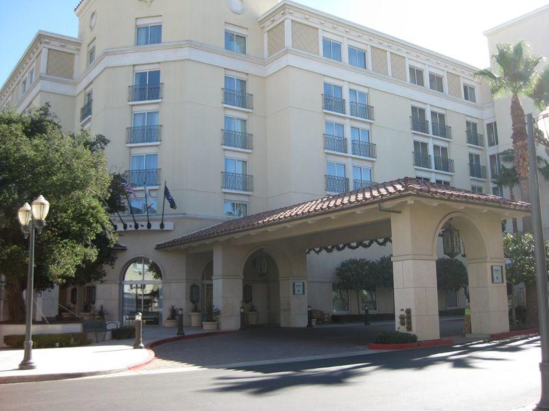 Entrance Of The Beautiful Hyatt Regency Valencia Ca