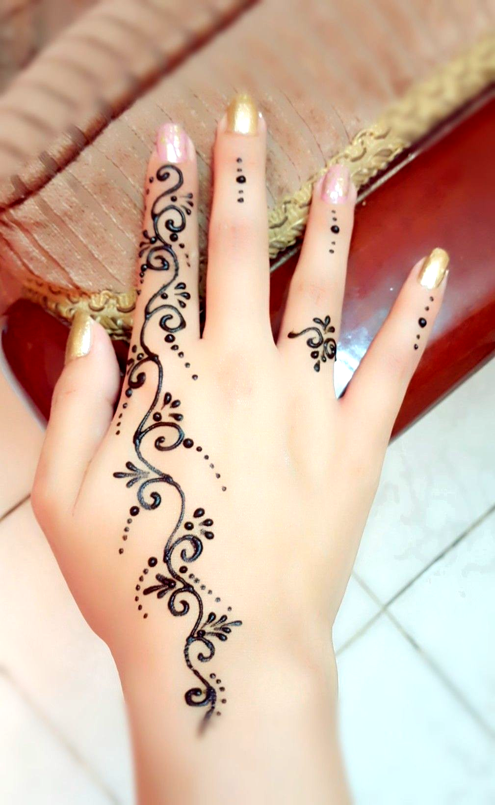 Pin By Nez See On Tattoo In 2020 Henna Tattoo Designs Simple Henna Tattoo Hand Henna Tattoo Designs
