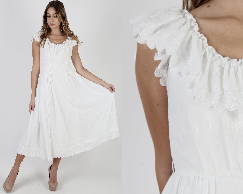 Scallop Trim White Bridal Dress Vintage 70s Floral Embroidered Dress Bridesmaids One Color Maxi Dress Wedding White Bridal Dresses Bridal Dresses Vintage [ 2400 x 3000 Pixel ]