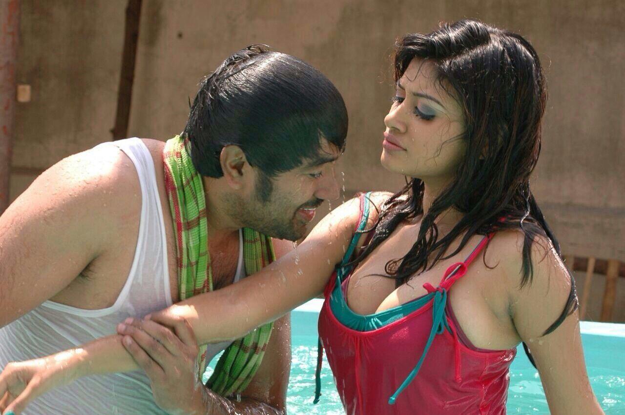 Actress hoot boob show