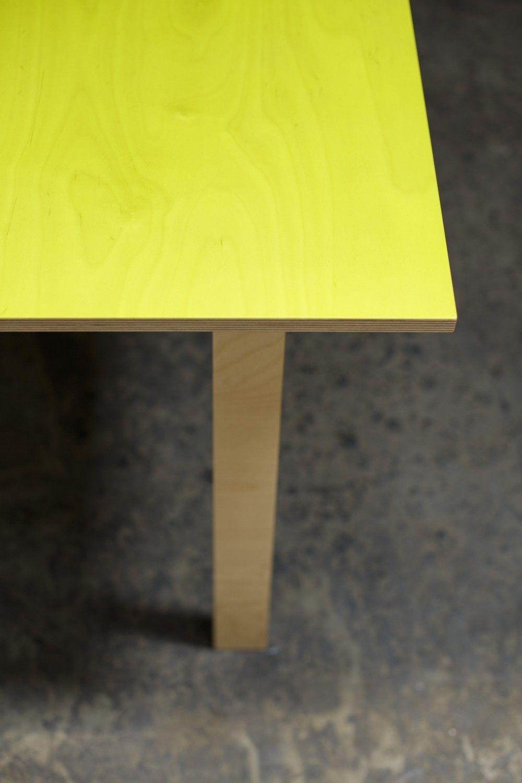 W table | Teruhiro Yanagihara /