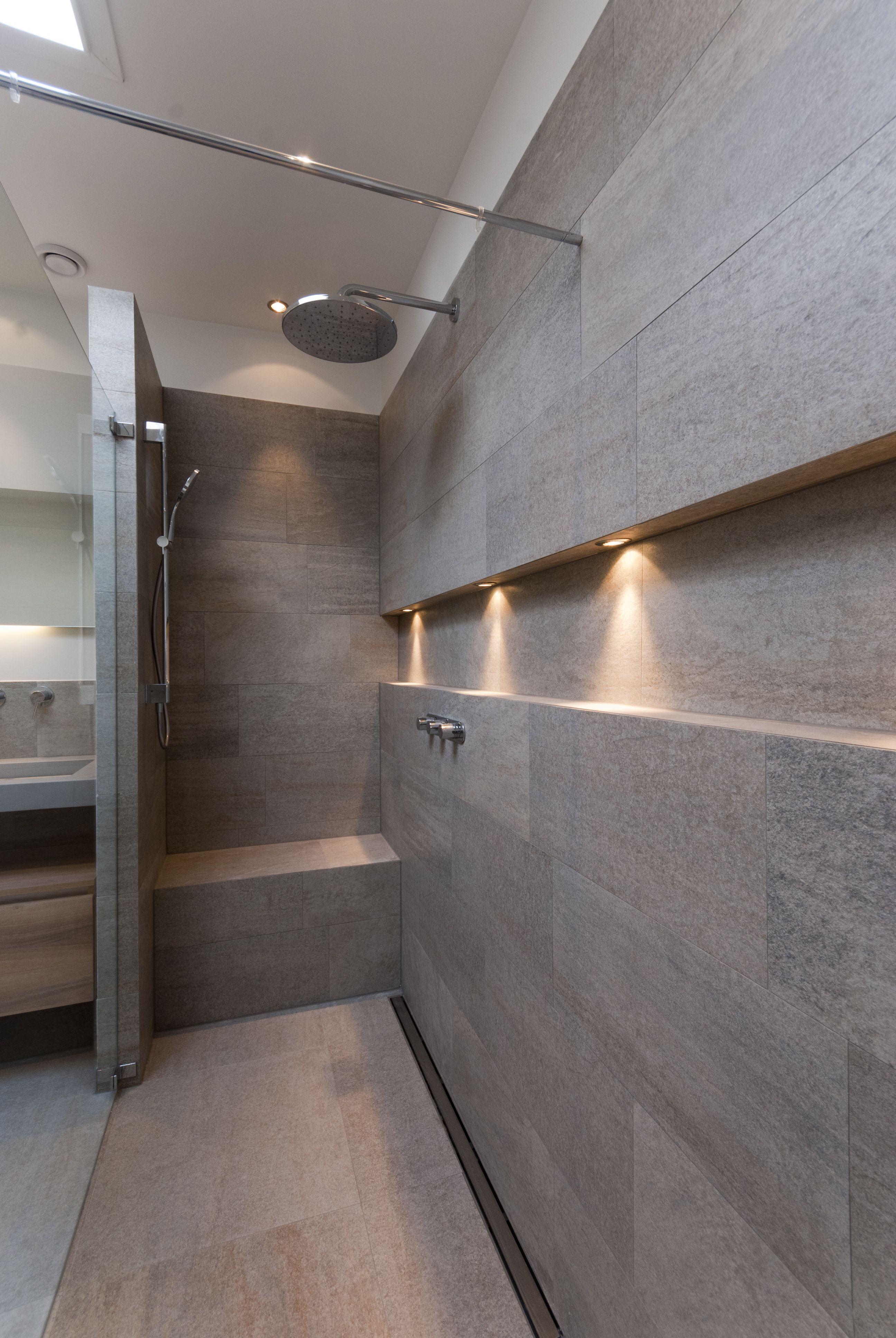 Badezimmer design stand-up-dusche horizontale nis met halogeenspots made by tegelhuis badkamers en