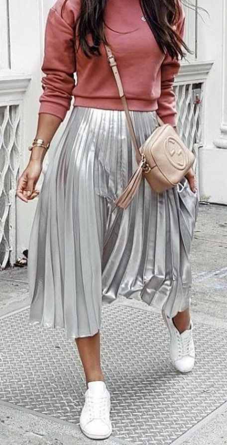 60+ Amazing Work Outfit Ideas With Sneakers #casualskirts
