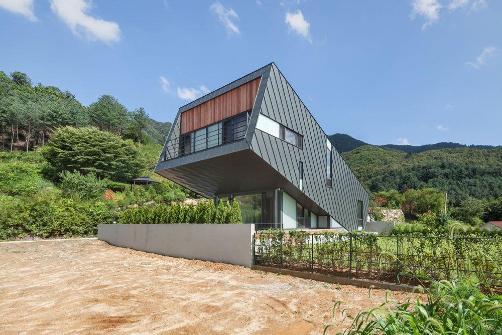 Unusual Zinc-Cladded Leaning House Disrupts Hillside Landscape - faire des travaux dans sa maison