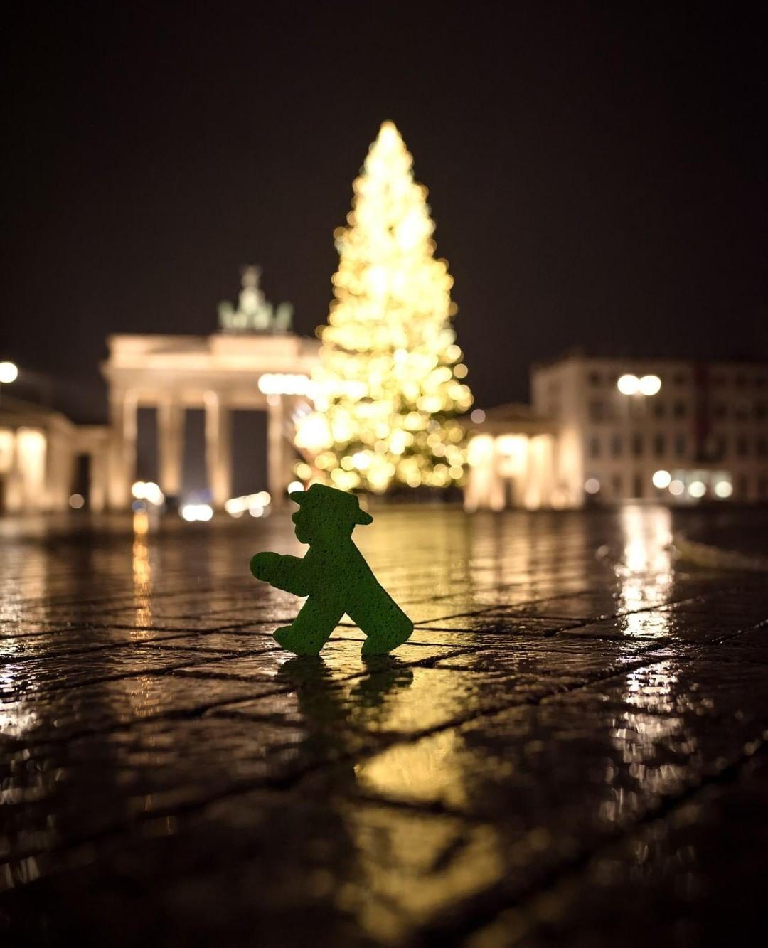 Christmas In Berlin Christmas Weihnachten Xmasinberlin Berlin Brandenburgertor Brandenburggate Christmas Pictures Instagram Pictures