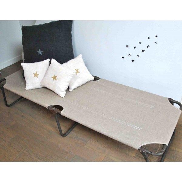 lit de camp militaire le rep re des belettes army strong. Black Bedroom Furniture Sets. Home Design Ideas