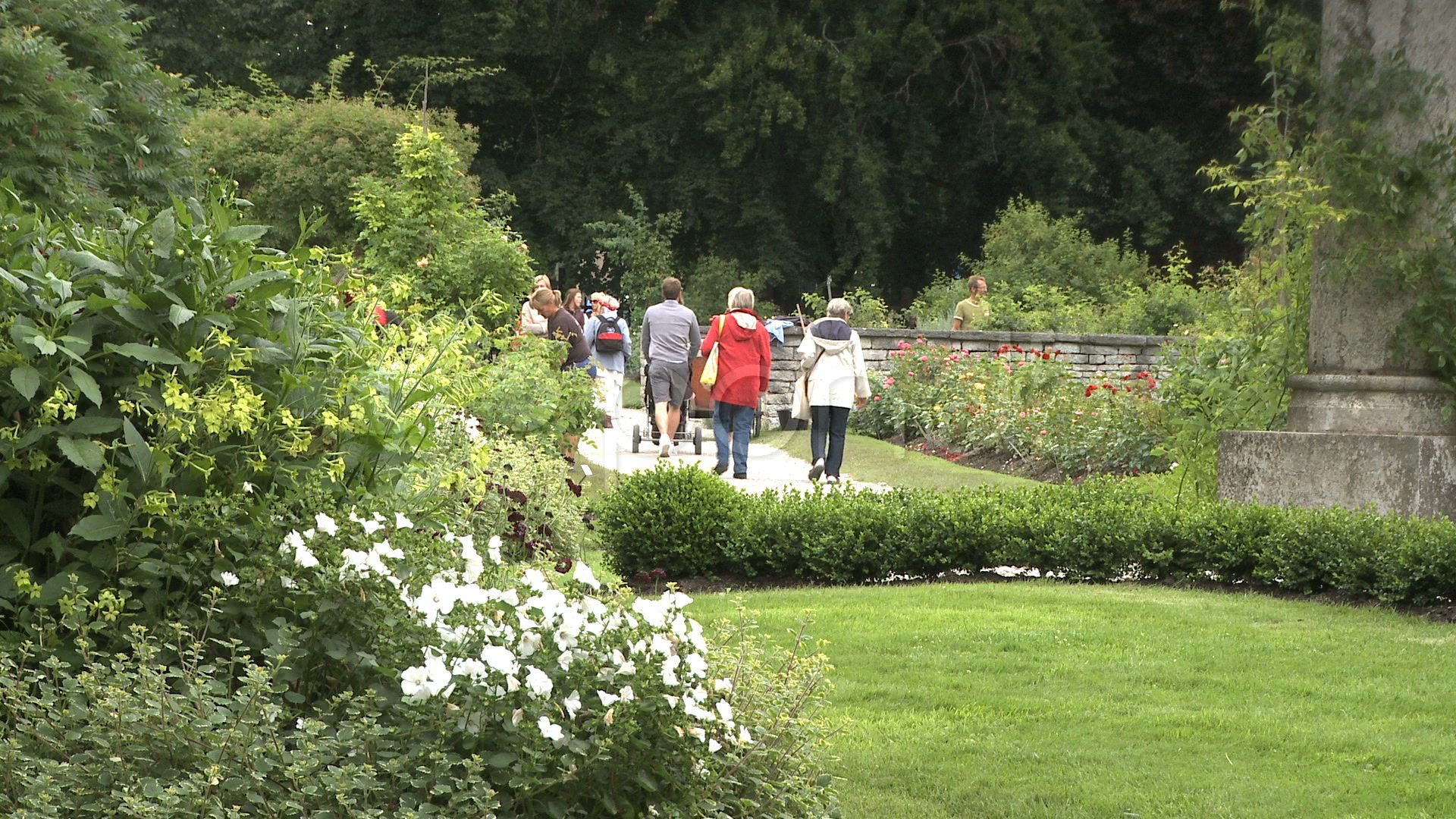 People walking in an botanical garden in the city of Visby