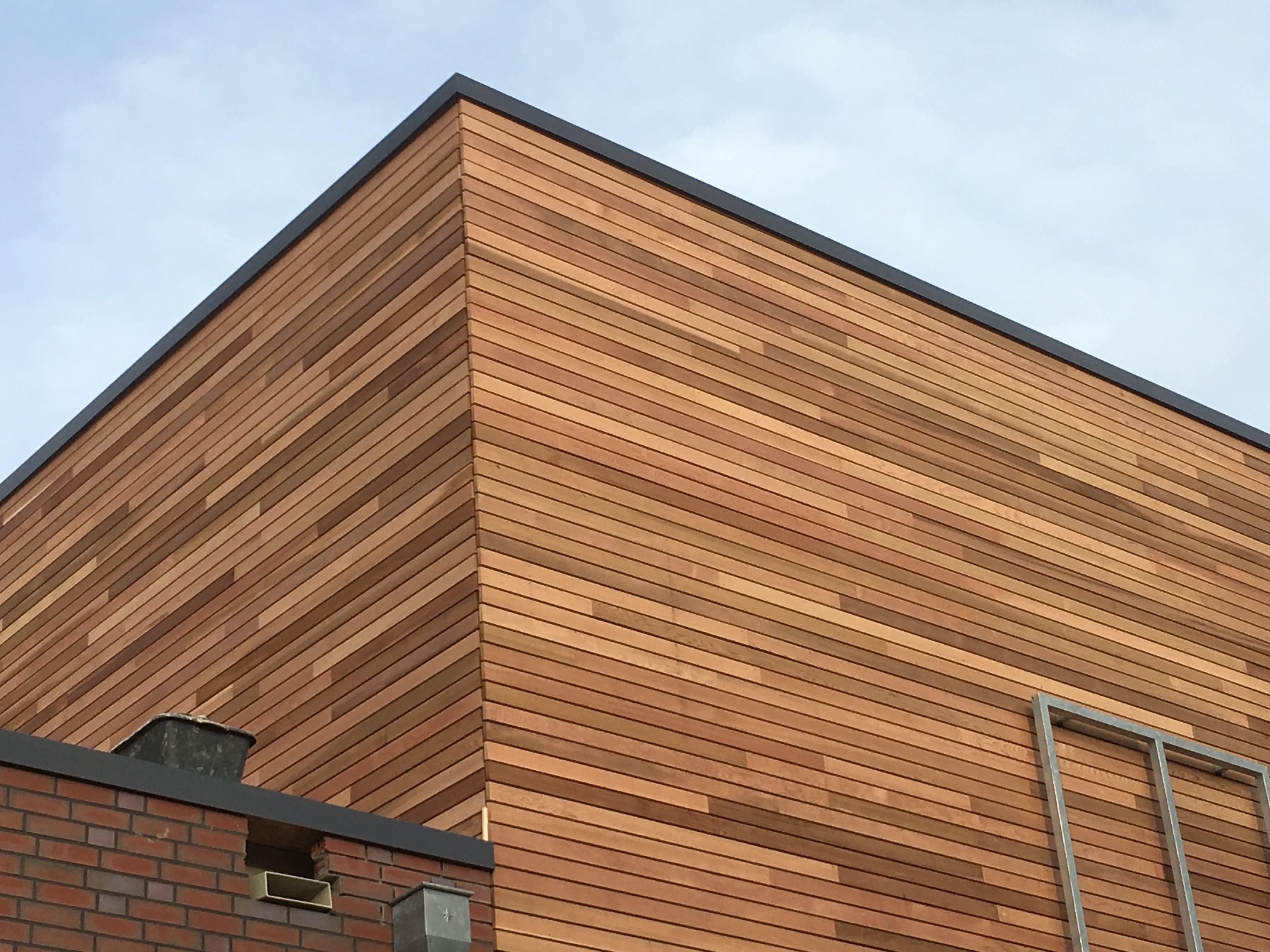 Holzfassade Detail 25 x 90mm rhombusprofil cedar fassade holzfassade