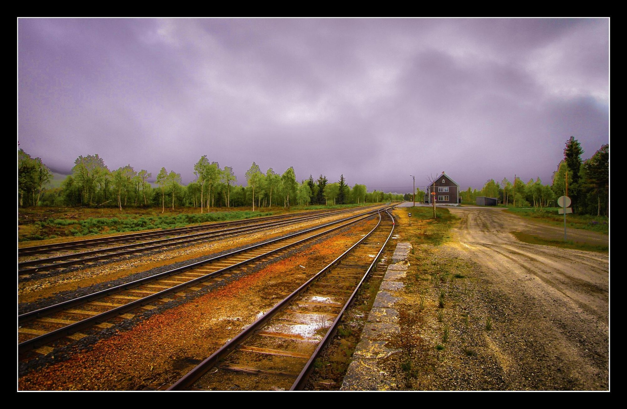 Einsame Bahnstation in Norwegen.  Travel photo by RenMeier1 http://rarme.com/?F9gZi