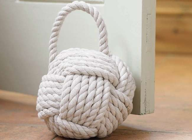 Exceptional DIY Rope Doorstop ; Gardenista~ I Love Rope And Twine And .