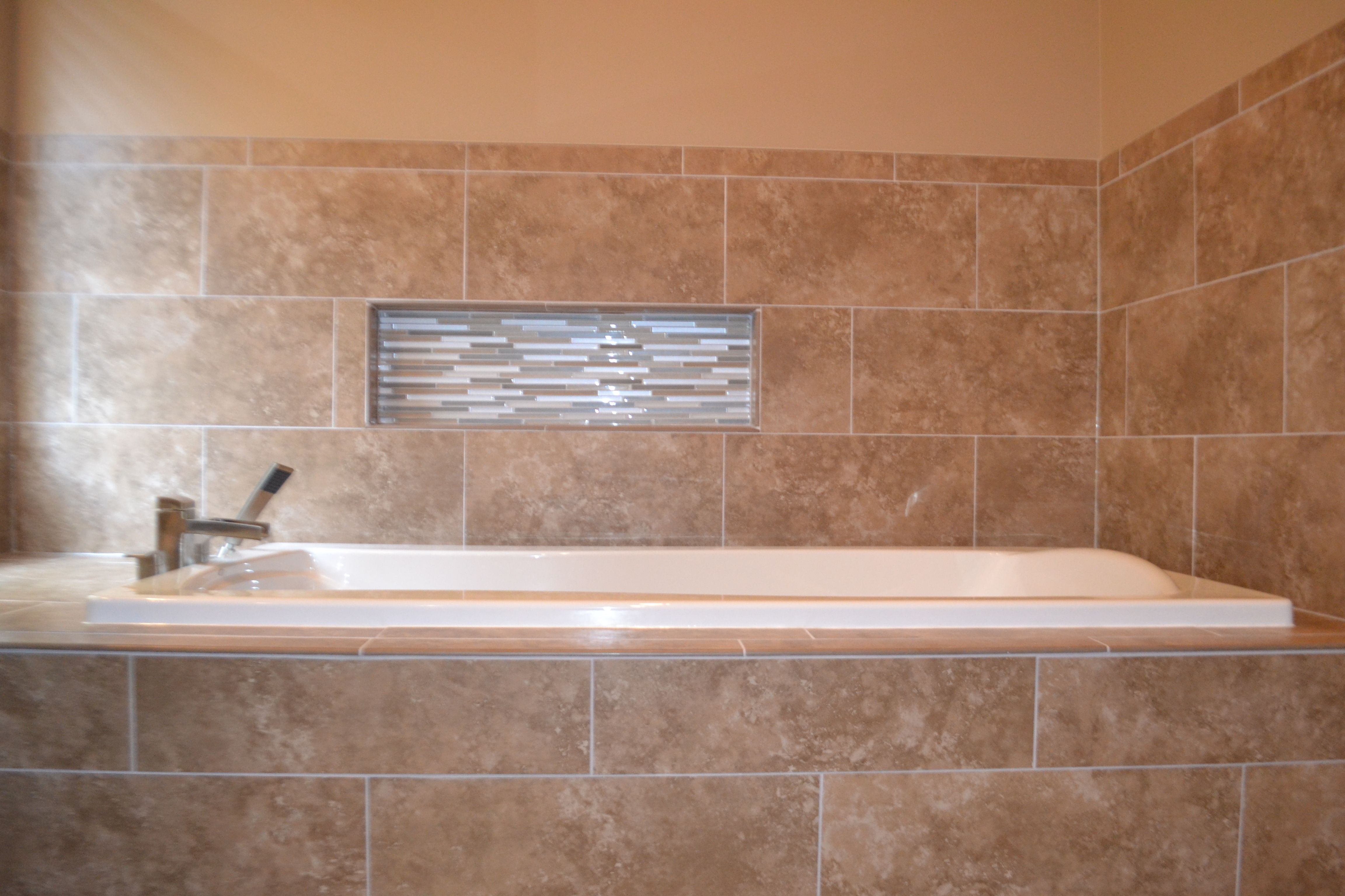 Soaker tub with tile surround and recessed \