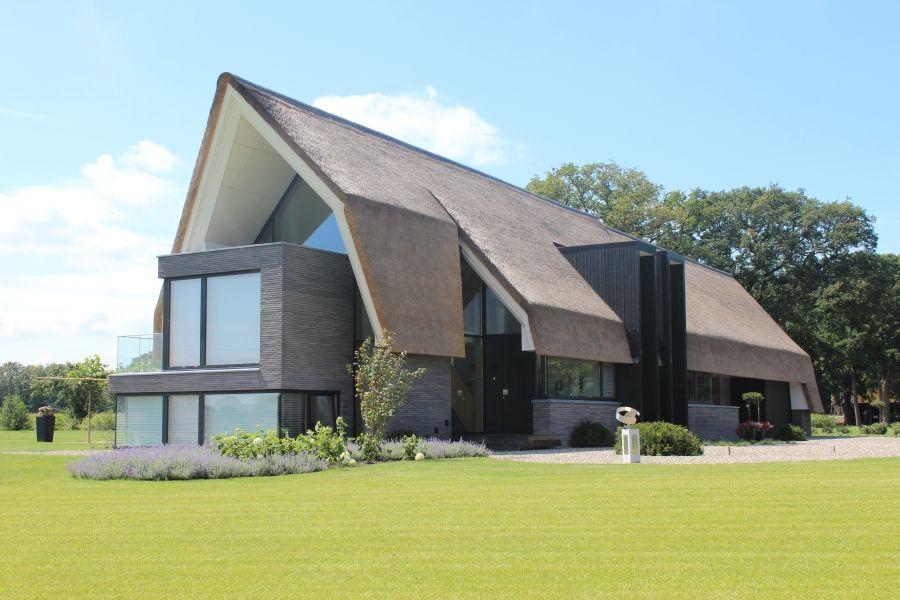 Rieten dak woning Modern house - Thatched roof tuin Pinterest