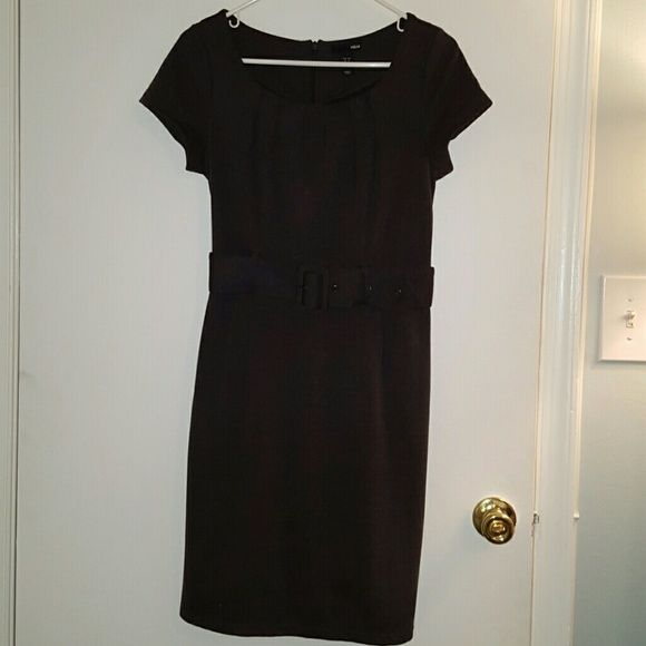 Grey work dress Grey cloth dress with matching belt and zipper in the back. Great dress. Worn a few times. Practically new condition. H&M Dresses