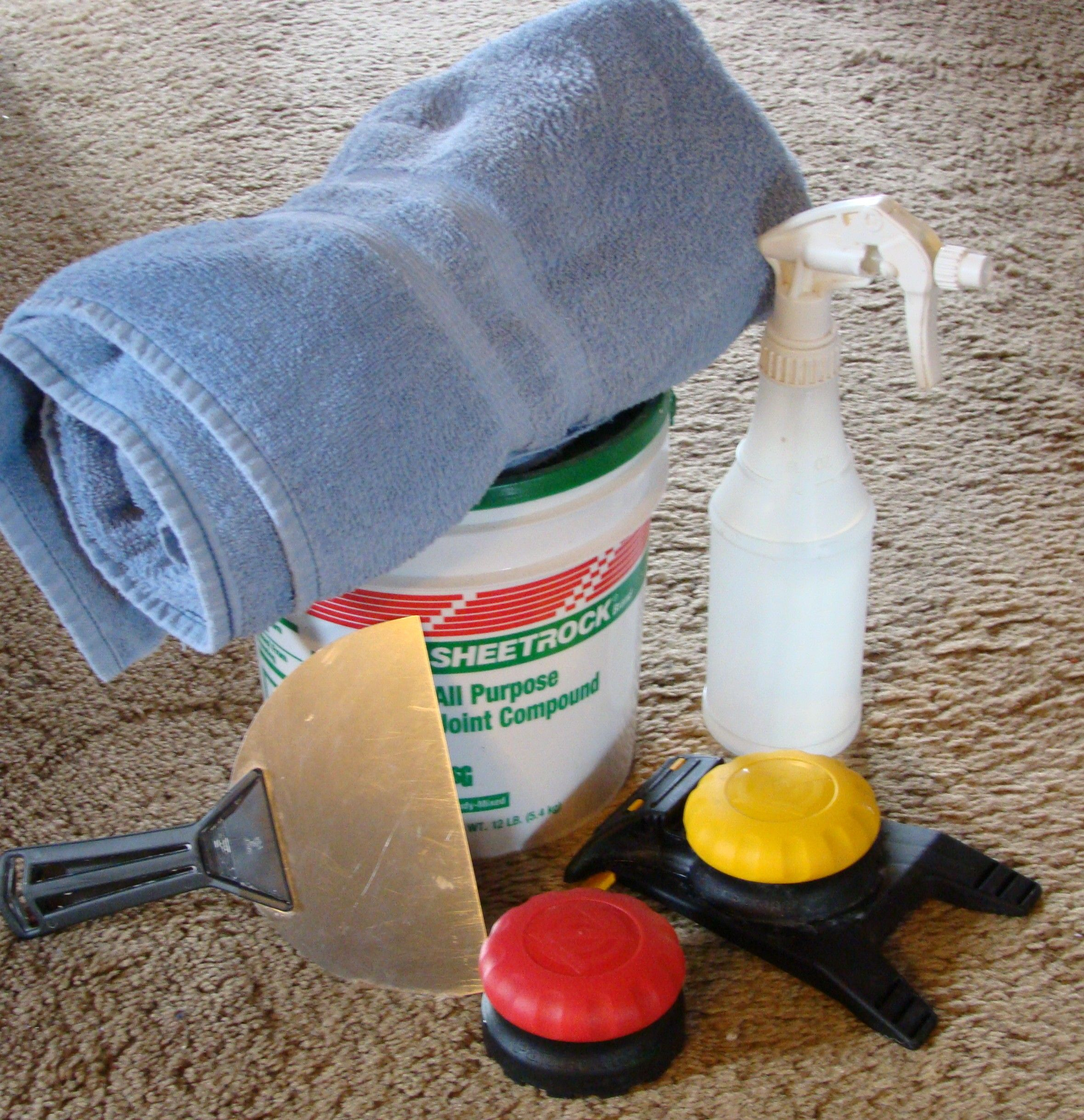 How To Remove Wallpaper Without Using A Steamer It S Not Fun But It Makes A Huge Impact In A Space On A Smal Removable Wallpaper Home Repair Old Wallpaper