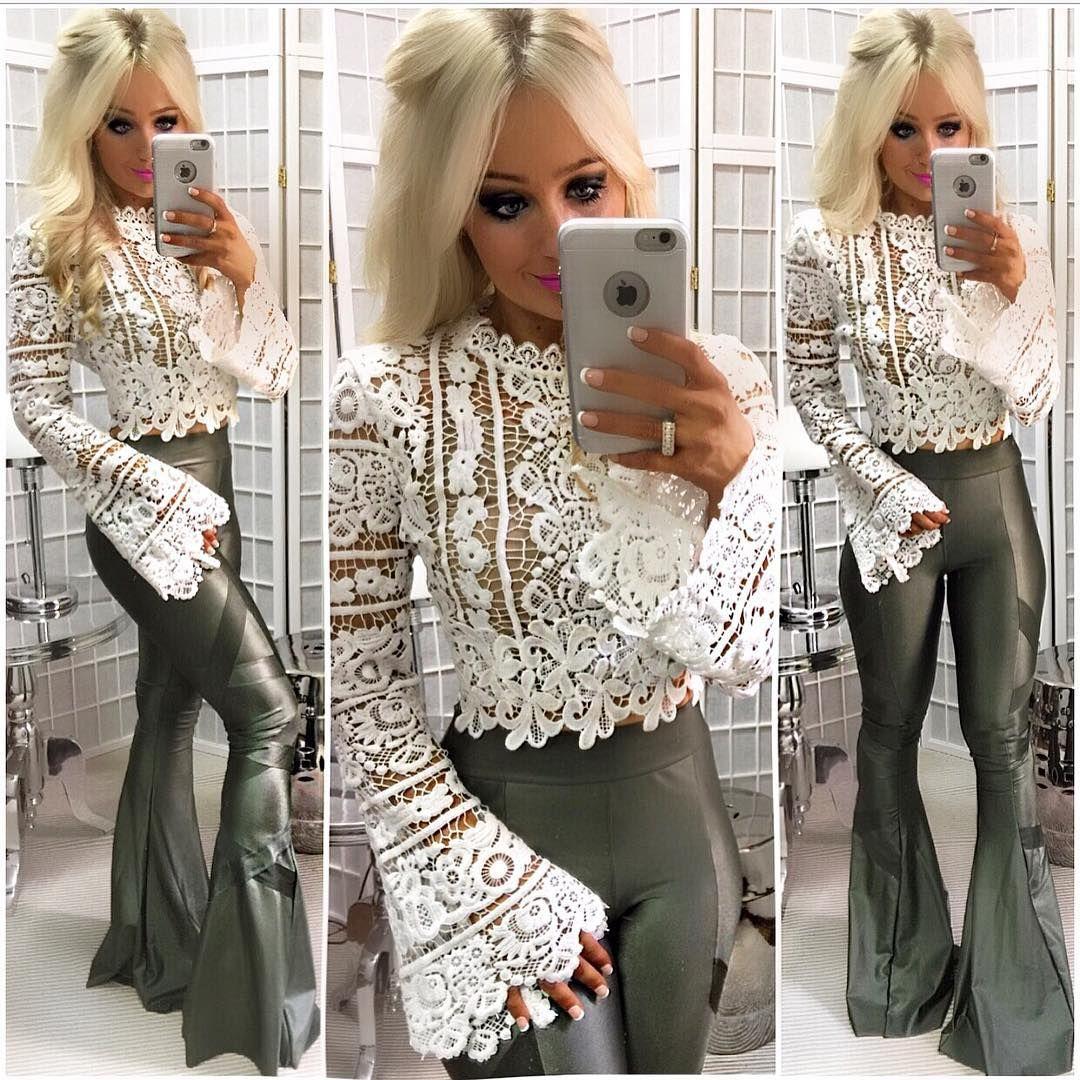 9d1a7f3c2 Look ARRASADOR Blusa de renda com manga flare DIVINA + calça de cirre verde  militar simplesmente PERFEITO ❤️