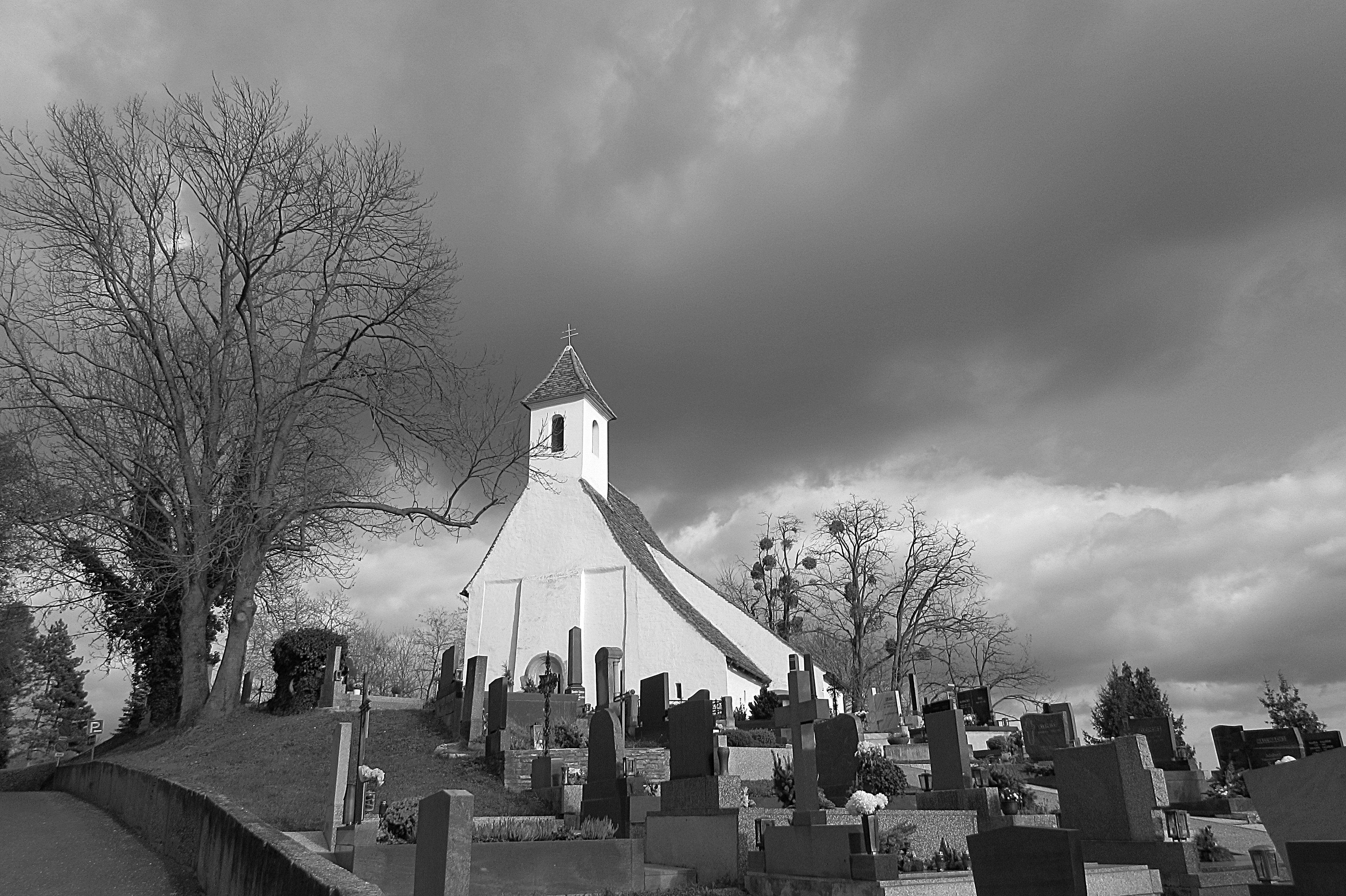 Schönes Schwarz-Weiß Foto passend zur Stimmung in Verbindung mit den Wolken...