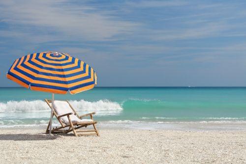 Strandstoel Met Parasol.Strandstoel Parasol Rust Foto S Met Het Duin Gevoel